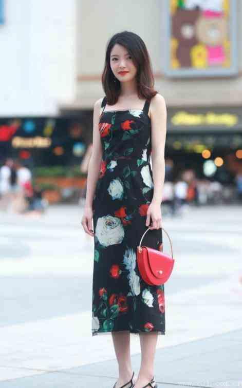 这样穿搭裙子让你优雅之余还能尽享舒适