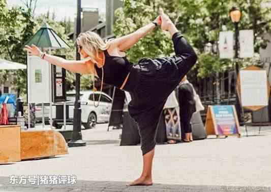 160斤的大码模特常做瑜伽,身材比例完美,时尚曲线感凸显!