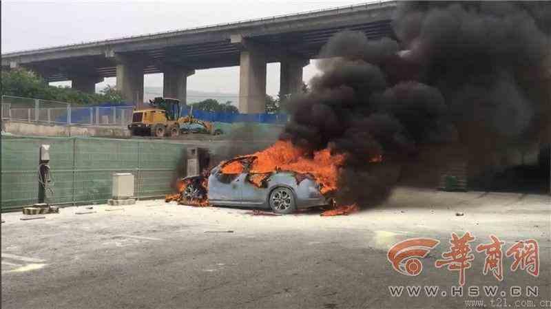 蔚来ES8西安一充电桩旁突然起火