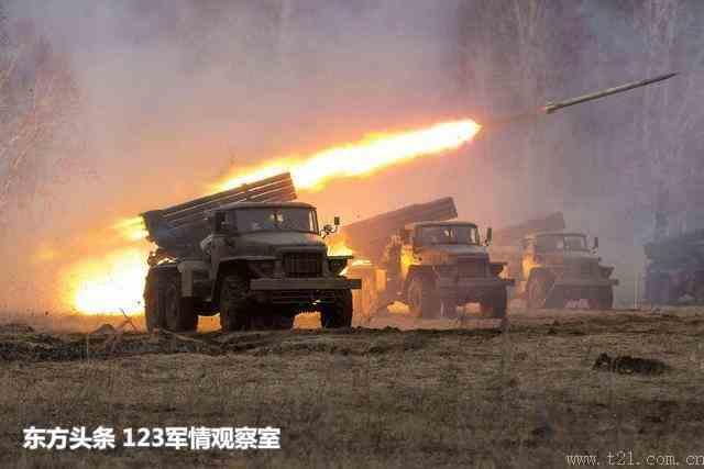 大批不明导弹来袭爆炸火光照亮夜空